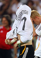 Fotball<br /> VM 2006<br /> Bronsefinale<br /> Tyskland v Portugal 3-1<br /> Foto: imago/Digitalsport<br /> NORWAY ONLY<br /> <br /> 08.07.2006  <br /> Bastian Schweinsteiger (Deutschland) zieht beim Torjubel sein Trikot aus