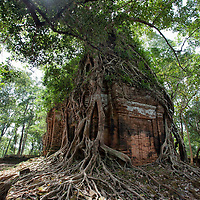 Koh Ker is situated about 100km north-east from Angkor. Probably because of the distance between Siem Reap and Koh Ker, the place is poorly visited by tourists. Be also aware that there are still landmines in the surrounding area of the temple site.