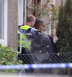 Police Scotland officers in riot gear end the domestic seige in a house in Lomond Crescent Dunfermline peacefully  while neighbours look on from their windows<br /> <br /> (c) David Wardle   Edinburgh Elite media