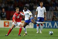 Fotball<br /> Euro 2004<br /> Portugal<br /> 21. juni 2004<br /> Foto: Dppi/Digitalsport<br /> NORWAY ONLY<br /> Gruppe B<br /> Frankrike v Sveits<br /> LOUIS SAHA (FRA) / PATRICK MULLER (SWI