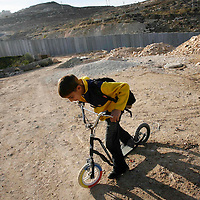 The separation wall, Shoafat refugee camp. November 2007.