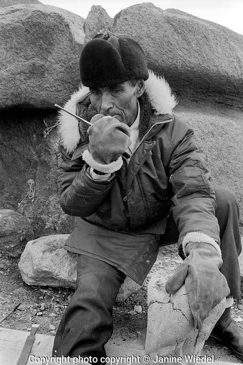Inuit Artist. Life in the Canadian Arctic settlement of Pangnirtung in the territory of Nunavut (North West Territories) 1973