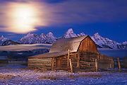 Sunrise photography with low clouds and setting moon around Jackson Hole and Grand Teton National Park