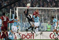 Fotball<br /> Serie A Italia 2004/2005<br /> Foto: Graffiti/Digitalsport<br /> NORWAY ONLY<br /> <br /> Roma 6/1/2005<br /> <br /> Lazio Roma 3-1 <br /> SS Lazi goalkeeper Angelo Peruzzi catches the ball as Ousmane Dabo Lazio challenges Matteo Ferrari Roma