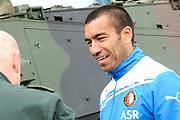 Feyenoord-selectie  krijgt maandag in Amersfoort een militaire training. Op uitnodiging van de Koninklijke Landmacht is de A-selectie een dag te gast op de Bernhardkazerne.<br /> <br /> Op de foto: Giovanni van Bronckhorst