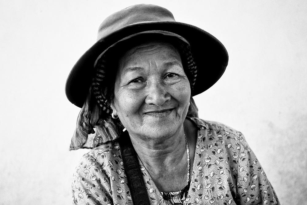 Khmer woman from cambodia. Photo by Lorenz Berna