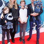 NLD/Amsterdam/20160117 - Premiere Woezel & Pip Op zoek naar de Sloddervos !, Dinand Woesthoff, zwangere partner Lucy Hopkins  en kinderen Dean Maddy, Jimmy Frank en Che