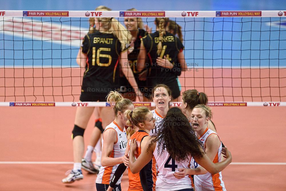 04-01-2016 TUR: European Olympic Qualification Tournament Nederland - Duitsland, Ankara <br /> De Nederlandse volleybalvrouwen hebben de eerste wedstrijd van het olympisch kwalificatietoernooi in Ankara niet kunnen winnen. Duitsland was met 3-2 te sterk (28-26, 22-25, 22-25, 25-20, 11-15) / Lonneke Sloetjes #10, Judith Pietersen #8