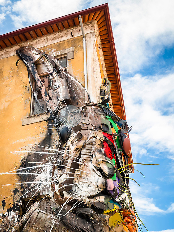 Medio Conejo, de Bordalo II. Arte Urbano en Vila Nova de Gaia. Oporto, Portugal ©Javier Abad / PILAR REVILLA