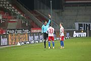 Fussball: 2. Bundesliga, FC St. Pauli - Hamburger SV, Hamburg, 01.02.2021<br /> Schiedsrichter Deniz Aytekin zeigt Tim Leibold (HSV) die rote Karte<br /> © Torsten Helmke