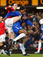 Fotball<br /> Foto: SBI/Digitalsport<br /> NORWAY ONLY<br /> <br /> Carling Cup Semi Final first leg<br /> <br /> Chelsea v Manchester United. 12/1/2005.<br /> <br /> Chelsea's Didier Drogba and Manchester United's John O'Shea