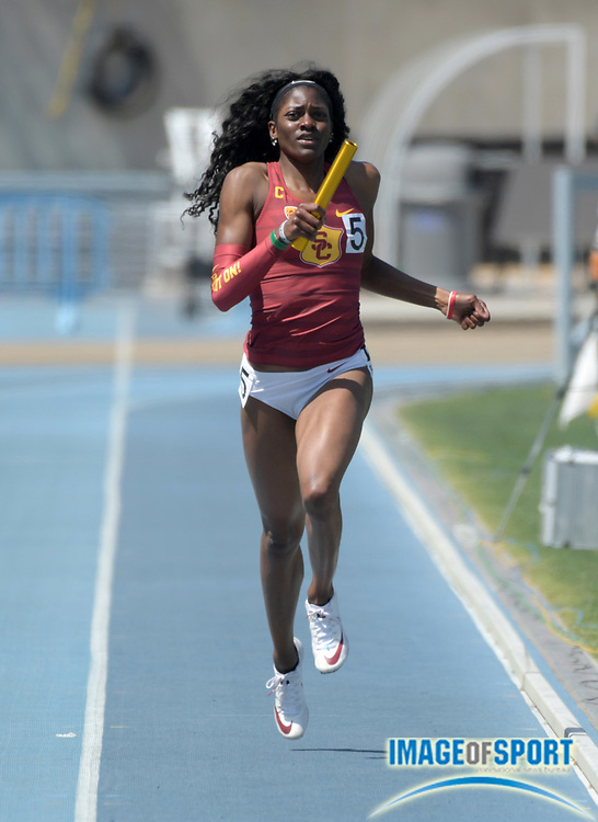 Kendall Ellis runs the second  leg on the Southern California women's 4 x 400m relay that won in 3:37.18 during a collegiate dual meet against UCLA at Drake Stadium in Los Angeles, Sunday, April 29, 2018.