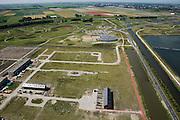 Nederland, Noord-Holland, Heerhugowaard, 14-07-2008; Stad van de Zon (Sun City), geesteskind van Ashok Bhalotra; nieuwbouwwijk op VINEX lokatie, in de Polder Heerhugowaard tussen de dorpskern Heerhugowaard en Alkmaar; milieuvriendelijke wijk, energiezuinige huizen die bovendien uitgerust zijn met zonne-energie panelen, CO2-emissie neutrale wijk; in aanbouw is plandeel 4, in de achtergrond polder de Schermer; zonnepanelen, zonne-energie panelen, zonnepaneel, paneel.Sun City, new housing estate in Northwest of the Netherlands, energy neutral - environmetal friendly houses, equiped with individual solar panels; suncity;  solar energy, solar panel, solar power. .luchtfoto (toeslag); aerial photo (additional fee required); .foto Siebe Swart / photo Siebe Swart