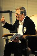 Lancering van het nieuwe (voor)leesboek Mr Finney en de andere kant van het water van Prinses Laurentien en Sieb Posthuma het Oceanium van Diergaarde Blijdorp in Rotterdam. <br /> <br /> Op de Foto:<br /> <br />  Willem Nijholt