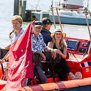 NLD/Muiden/20160825 - Perspresentatie deelnemers Expeditie Robinson 2016, Bartho Braat, Elle van Rijn, Kraantje Pappie, Lex Uiting
