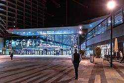THEMENBILD - Vorplatz des Hauptbahnhofs Wien bei Nacht, aufgenommen am 03. Juli 2017, Wien, Österreich // Square in front of Vienna main railway station at night, Vienna, Austria on 2017/07/03. EXPA Pictures © 2017, PhotoCredit: EXPA/ JFK
