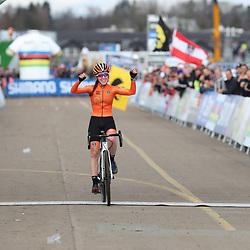 01-02-2020: Wielrennen: WK Veldrijden: Dubendorf<br />Shirin van Anrooij pakt de eerste wereldtitel bij de junior vrouwen