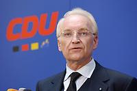 17 JAN 2002, BERLIN/GERMANY:<br /> Edmund Stoiber, CSU, Ministerpraesident Bayern, vor einem CDU Schriftzug, waehrend einem Pressestatement zu einer vorangegangenen Besprechung ueber die Organisation des Bundestagswahlkampfes, CDU Bundesgeschaeftsstelle<br /> IMAGE: 20020117-01-017<br /> KEYWORDS: Ministerpräsident, Mikrofon, microphone, Pressekonferenz