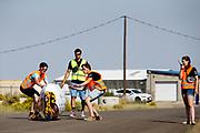 De VeloX 7 wordt gevangen. In Battle Mountain, Nevada, oefent het team op een weggetje. Het Human Power Team Delft en Amsterdam, dat bestaat uit studenten van de TU Delft en de VU Amsterdam, is in Amerika om tijdens de World Human Powered Speed Challenge in Nevada een poging te doen het wereldrecord snelfietsen voor vrouwen te verbreken met de VeloX 7, een gestroomlijnde ligfiets. Het record is met 121,44 km/h sinds 2009 in handen van de Francaise Barbara Buatois. De Canadees Todd Reichert is de snelste man met 144,17 km/h sinds 2016.<br /> <br /> With the VeloX 7, a special recumbent bike, the Human Power Team Delft and Amsterdam, consisting of students of the TU Delft and the VU Amsterdam, wants to set a new woman's world record cycling in September at the World Human Powered Speed Challenge in Nevada. The current speed record is 121,44 km/h, set in 2009 by Barbara Buatois. The fastest man is Todd Reichert with 144,17 km/h.
