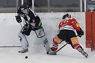 08.03.2011, Dielsdorf, Eishockey 2. Liga, Illnau - Chur, Christian Roeder (l) gegen Nidal Agha (r)  (Thomas Oswald/hockeypics)