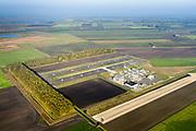 Nederland, Groningen, Gemeente Midden-Groningen, 04-11-2018; Aardgaswinningsinstallatie en gasbehandelingslocatie bij Kolham, Kooipolder Froombosch, nabij Slochteren. In 1959 werd bij Kolham voor het eerst aardgas ontdekt, de Slochter gasbel.<br /> Door aardbevingen getroffen gebied, bevingen die het gevolg zijn van de winning van aardgas.<br /> Natural gas extraction facility at Kolham, near Slochteren. In 1959, at Kolham, natural gas was discovered for the first time, the Slochter gas bubble.<br /> Earthquake-affected area, quakes resulting from the extraction of natural gas.<br /> <br /> luchtfoto (toeslag op standaard tarieven);<br /> aerial photo (additional fee required);<br /> copyright© foto/photo Siebe Swart