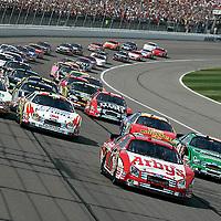 28-29 September, 2007, Kansas City, Kansas, USA.<br /> Matt Kenseth leads at the start.<br /> © 2007 Phillip Abbott<br /> LAT Photographic