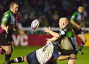 Twickenham, England. Zurich Premiership.  Jon  XXXXXXXXX, passes the ball to Ceri JONES. during the Harlequins vs Rotherham Titans The Stoop Surrey. 16.04.2004. [Mandatory Credit: Peter Spurrier/Intersport-images].