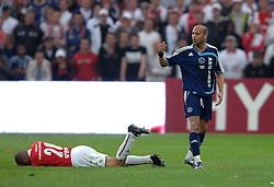 06-05-2007 VOETBAL: FINALE KNVB BEKER: AZ - AJAX: AMSTERDAM<br /> Ajax wint de knvb beker na strafschoppen / Gabri krijgt rood voor slaan van Demy de Zeeuw<br /> ©2007-WWW.FOTOHOOGENDOORN.NL