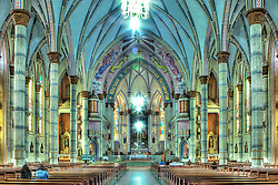 Localizada na zona central de Santa Cruz do Sul, em frente a praça Getúlio Vargas, a catedral de São João Batista é o maior templo em estilo neo-gótico tardio da América Latina, com 80 metros de comprimento. O início da construção deu-se em 1º de fevereiro de 1928 sob a orientação de Simão Gramlich, autor do projeto e posteriormente sob liderança do engenheiro Ernesto Matheis.<br /> Em 2 de agosto de 1936 a igreja foi entregue ao culto público, mas o acabamento da obra só ocorreu em 1977 com a construção de duas torres maiores. FOTO :Jefferson Bernardes/Preview.com