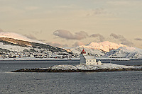 Lighthouse outside Torvik. Image taken with a Nikon D2xs and 28-70 mm f/2.8 lens (ISO 200, 70 mm, f/6.7, 1/180 sec).