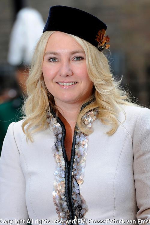 Prinsjesdag 2014 - Aankomst Politici op het Binnenhof.<br /> <br /> Op de foto:  Minister Melanie Schultz van Haegen van Infrastructuur