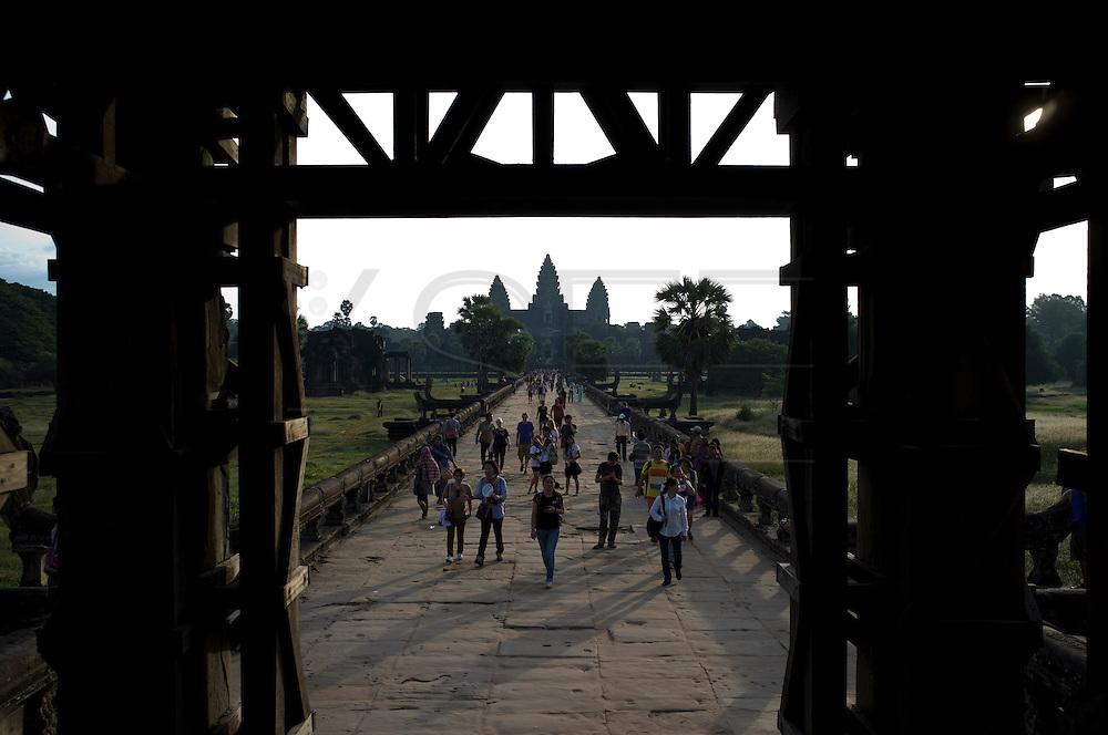 Turists in Ankor Wat Temple, in Siem Reap, Cambodia. PHOTO TIAGO MIRANDA