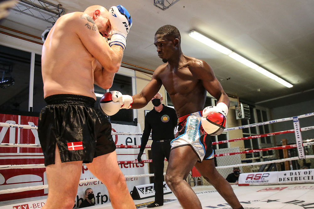 Muay Thai: Day of Destruction XIV, Hamburg, 12.12.2020<br /> IMC-Weltmeisterschaft: Gerardo Coco Atti (GER) - Kim Jensen (DEN)<br /> © Torsten Helmke