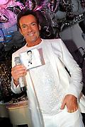 CD presentatie van Gewoon Gerard in Fabels Eten en Drinken in Bergen.<br /> <br /> Op de foto:  Gerard Joling