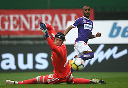 15.04.2018, Ernst Happel Stadion, Wien, AUT, 1. FBL, FK Austria Wien vs SK Rapid Wien, 30. Runde, im Bild Richard Strebinger (SK Rapid Wien) und Felipe Augusto Rodrigues Pires (FK Austria Wien) // during Austrian Football Bundesliga Match, 30th Round, between FK Austria Vienna and SK Rapid Wien at the Ernst Happel Stadion, Vienna, Austria on 2018/04/15. EXPA Pictures © 2018, PhotoCredit: EXPA/ Thomas Haumer