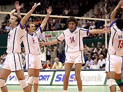 17-07-2000 VOLLEYBAL: WLV ITALIE - BRAZILIE: ROTTERDAM<br /> Italie wint de finale met 3-2 van Rusland / Andrea Sartoretti, Marco Meoni, Alessandro Fei<br /> ©2000-FotoHoogendoorn.nl