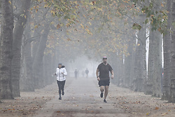 © Licensed to London News Pictures. 05/11/2020. London, UK. Fog shrouds runners on The Mall on the first day of England's national lockdown. Photo credit: London News Pictures