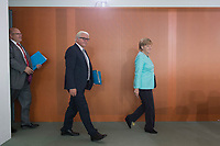 02 SEP 2015, BERLIN/GERMANY:<br /> Angela Merkel (R), CDU, Bundeskanzlerin, betritt den Kabinettsaal, gefolgt von Frank-Walter Steinmeier (M), SPD, Bundesaussenminister, und Peter Altmaier (L), CDU, Kanzleramtsminister, vor Beginn einer Kabinettsitzung, Bundeskanzleramt<br /> IMAGE: 20150902-01-011<br /> KEYOWRDS: Kabinett, Sitzung, auf dem Weg