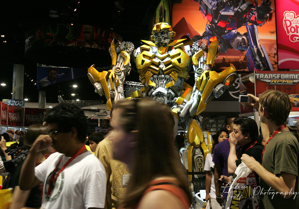 """/Andrew Foulk/ For The North County Times/.Comic Con attendees walk past a life size model of """"Bumble Bee"""" from the Transformers movie , during preview night at the 40th annual San Diego Comic Con International."""