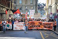 SCHWEIZ - BERN - Demonstration 'Essen ist politisch!' organisiert von 'Landwirtschaft mit Zukunft', hinter dieser Initative stehen über 30 Organisationen, welche zur Demonstration aufgerufen haben. Hier das Fronttransparent in der Nägeligasse - 22. Februar 2020 © Raphael Hünerfauth - http://huenerfauth.ch