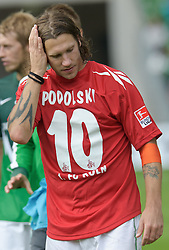 28.08.2010, Weser Stadion, Bremen, GER, 1.FBL, Werder Bremen vs 1. FC Koeln im Bild Torsten Frings ( Werder #22 ) mit dem Trikot von Lukas Podolski (Koeln #10)    EXPA Pictures © 2010, PhotoCredit: EXPA/ nph/  Kokenge+++++ ATTENTION - OUT OF GER +++++ / SPORTIDA PHOTO AGENCY