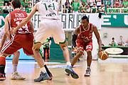 DESCRIZIONE : Campionato 2013/14 Finale GARA 4 Montepaschi Mens Sana Siena - Olimpia EA7 Emporio Armani Milano<br /> GIOCATORE : Keith Langford<br /> CATEGORIA : Palleggio<br /> SQUADRA : Olimpia EA7 Emporio Armani Milano<br /> EVENTO : LegaBasket Serie A Beko Playoff 2013/2014<br /> GARA : Montepaschi Mens Sana Siena - Olimpia EA7 Emporio Armani Milano<br /> DATA : 21/06/2014<br /> SPORT : Pallacanestro <br /> AUTORE : Agenzia Ciamillo-Castoria / Claudio Atzori<br /> Galleria : LegaBasket Serie A Beko Playoff 2013/2014<br /> Fotonotizia : DESCRIZIONE : Campionato 2013/14 Finale GARA 4 Montepaschi Mens Sana Siena - Olimpia EA7 Emporio Armani Milano<br /> Predefinita :