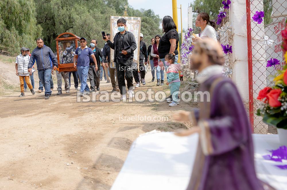 02 junio 2021, Tultepec, Estado de México. Recorrido anual de la imagen de San Juan de Dios por los talleres de La Saucera.