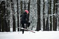 Bialystok, 26.01.2017. Po całodobowych obfitych opadach sniegu miasto zostalo przykryte 30 cm warstwa bialego puchu. Szczegolnie uroczo wygladaly miejskie parki N/z narciarze biegowi w Parku Zwierzynieckim fot Michal Kosc / AGENCJA WSCHOD