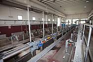 Nosedo, Milano : Impianto di depurazione delle acque reflue. nella foto le macchine per la grigliatura fine. Nosedo Waste Water Treatment plant, fine screens.