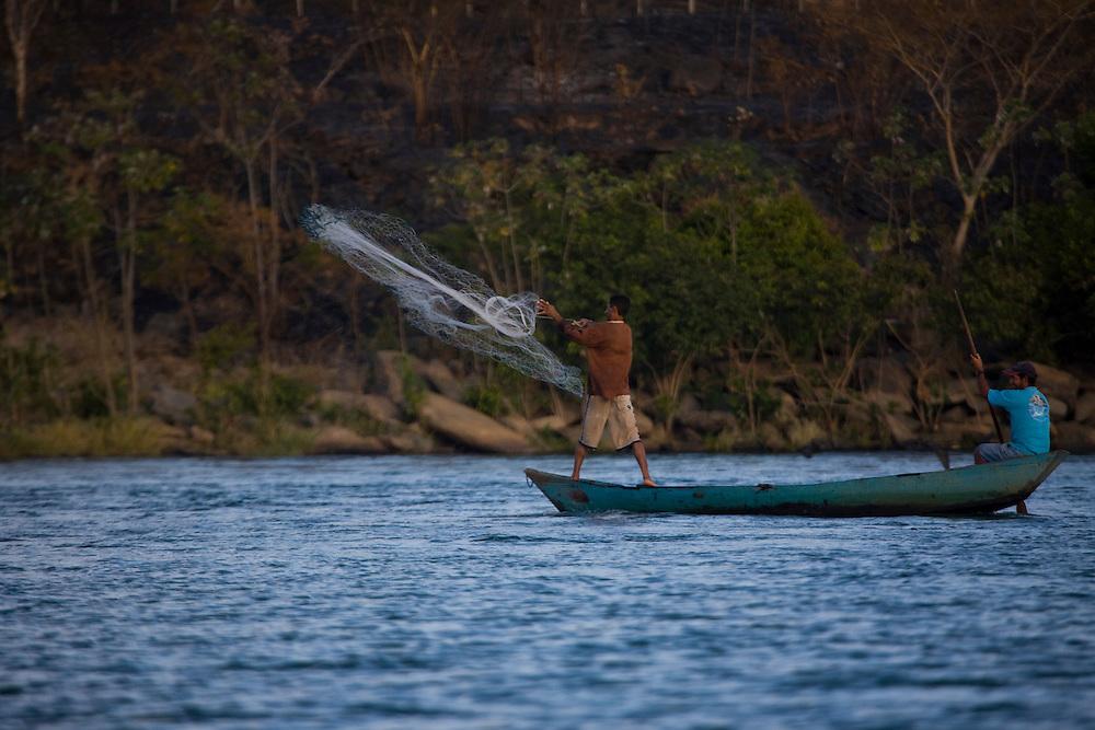Tres Marias_MG, Brasil...Pesca no Rio Sao Francisco...The fishing in the San Francisco river...Foto: JOAO MARCOS ROSA / NITRO
