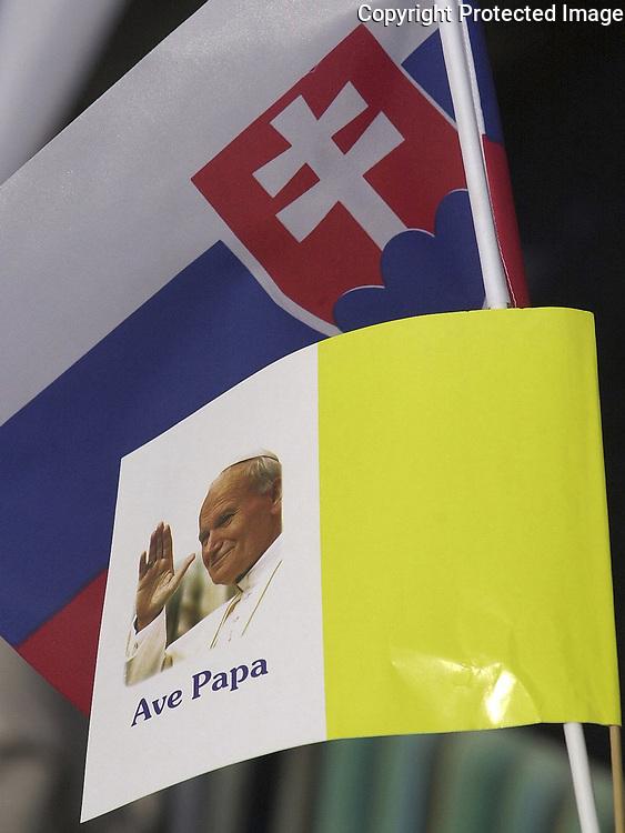Pápež Ján Pavol II celebroval 13.septembra 2003 svätú omšu na Podrákošskom priestranstve pri Rožňave. Foto: TASR - Milan Kapusta