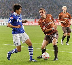 05.11.2010, Veltins Arena, Gelsenkirchen, GER, 1.FBL, FC Schalke 04 vs Fc St. Pauli, im Bild:  Max Kruse (FC St. Pauli #18) vs Atsuto Uchida (Schalke JPN #22), EXPA Pictures © 2010, PhotoCredit: EXPA/ nph/  Scholz+++++ ATTENTION - OUT OF GER +++++