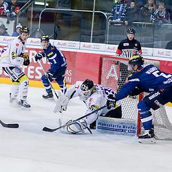 31 Patrick Galbraith (Spieler Krefeld Pinguine) rettet Angriff von 5 Fabio Wagner (Verteidiger ERC Ingolstadt)<br /> 9 Brandon Buck (Stuermer ERC Ingolstadt), 34 Kyle Sonnenburg (Spieler Krefeld Pinguine) beim Spiel in der DEL, ERC Ingolstadt (blau) -  Krefeld Pinguine (weiss).<br /> <br /> Foto © PIX-Sportfotos *** Foto ist honorarpflichtig! *** Auf Anfrage in hoeherer Qualitaet/Aufloesung. Belegexemplar erbeten. Veroeffentlichung ausschliesslich fuer journalistisch-publizistische Zwecke. For editorial use only.