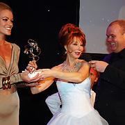 NLD/Amsterdam/20051128 - Uitreiking Beau Monde Awards 2005, Marijke Helwegen en Paul de Leeuw, Inge de Bruijn wint de Beau Monde Make over Award
